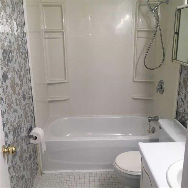 Image 9 of 9 showing inside of 3 Bedroom Condo Apt Apartment for Lease at 10 Tangreen Crt Unit# 2405, Toronto M2M4B9