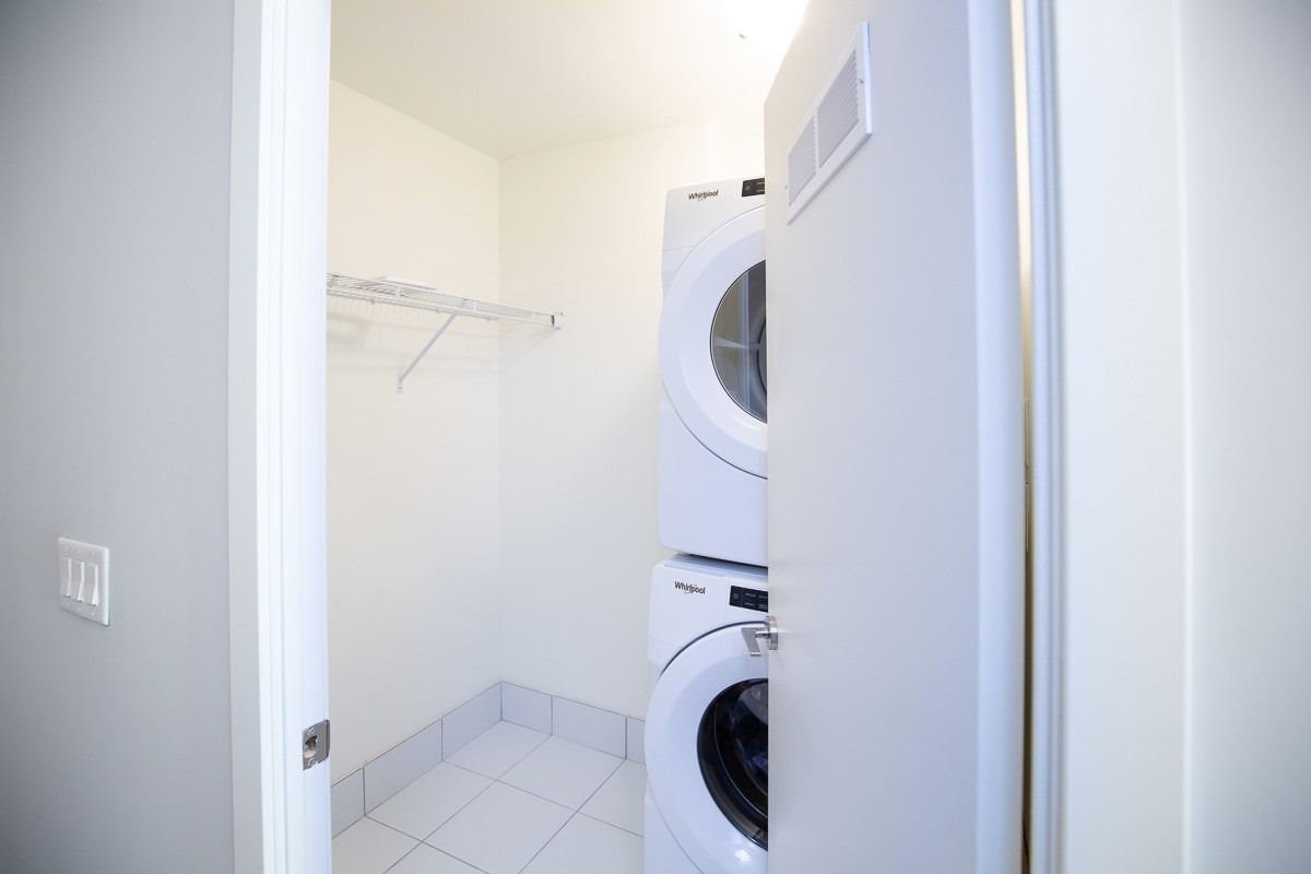 Image 2 of 20 showing inside of 3 Bedroom Condo Townhouse 2-Storey for Lease at 3237 Bayview Ave Unit# Th101, Toronto M2K0G1