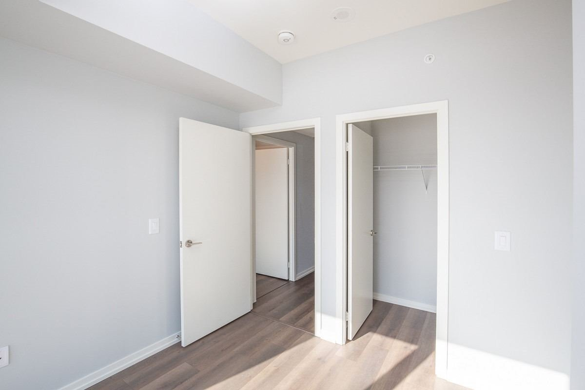 Image 3 of 20 showing inside of 3 Bedroom Condo Townhouse 2-Storey for Lease at 3237 Bayview Ave Unit# Th101, Toronto M2K0G1