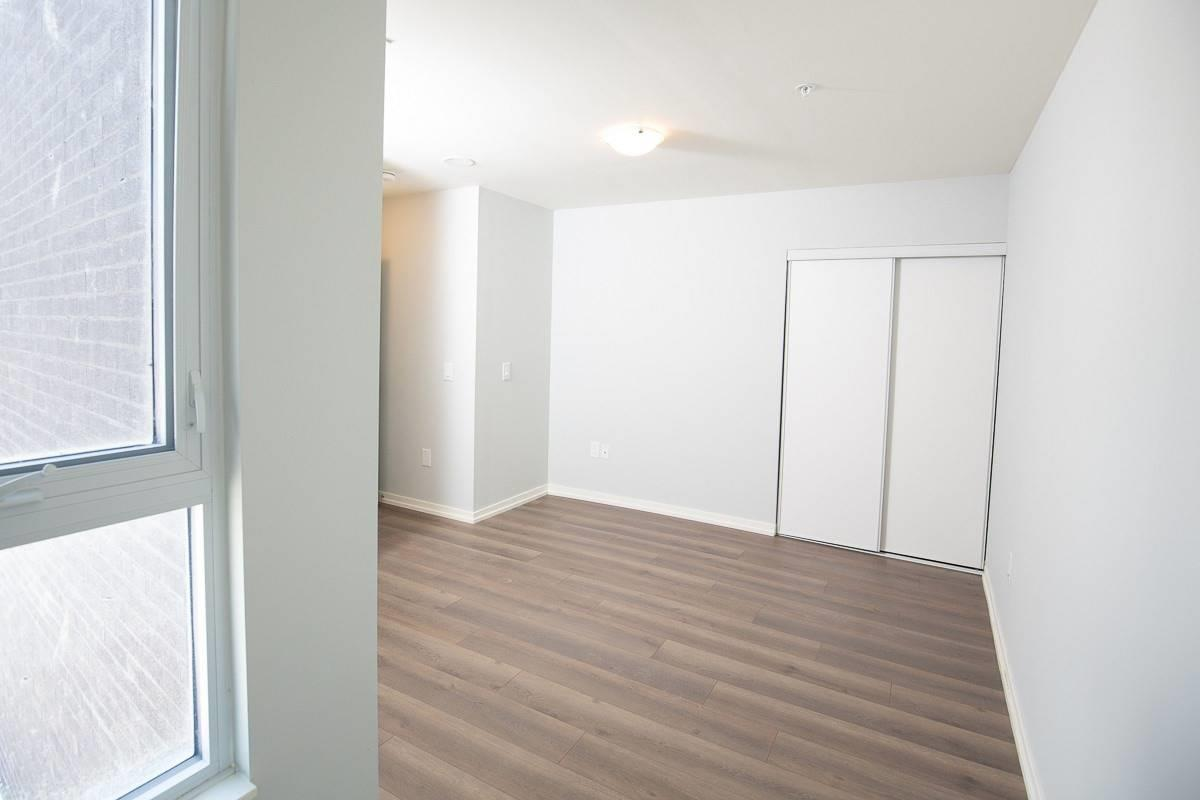 Image 6 of 20 showing inside of 3 Bedroom Condo Townhouse 2-Storey for Lease at 3237 Bayview Ave Unit# Th101, Toronto M2K0G1