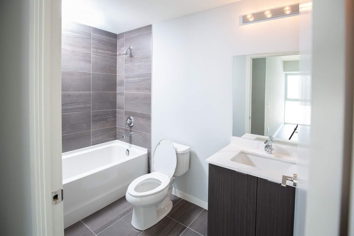 Image 7 of 20 showing inside of 3 Bedroom Condo Townhouse 2-Storey for Lease at 3237 Bayview Ave Unit# Th101, Toronto M2K0G1