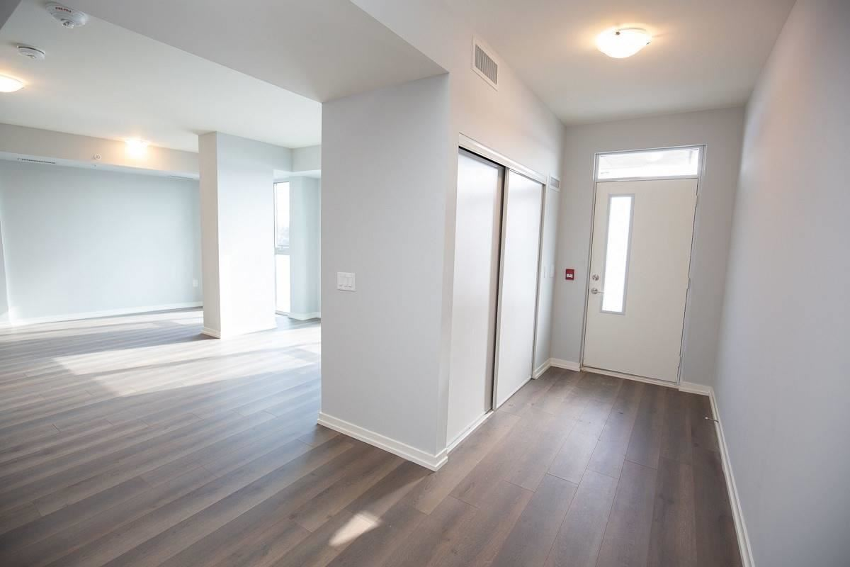 Image 16 of 20 showing inside of 3 Bedroom Condo Townhouse 2-Storey for Lease at 3237 Bayview Ave Unit# Th101, Toronto M2K0G1