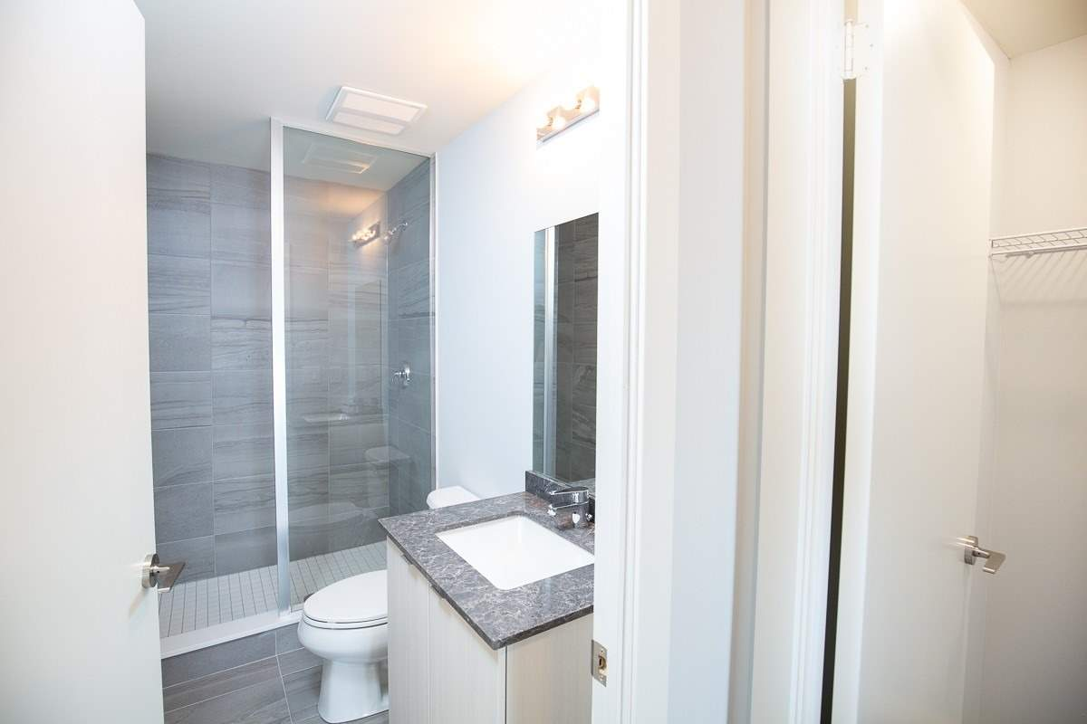 Image 3 of 15 showing inside of 2 Bedroom Condo Townhouse 2-Storey for Lease at 3237 Bayview Ave Unit# Th 104, Toronto M2K2J7