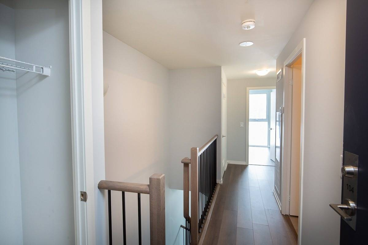 Image 9 of 15 showing inside of 2 Bedroom Condo Townhouse 2-Storey for Lease at 3237 Bayview Ave Unit# Th 104, Toronto M2K2J7