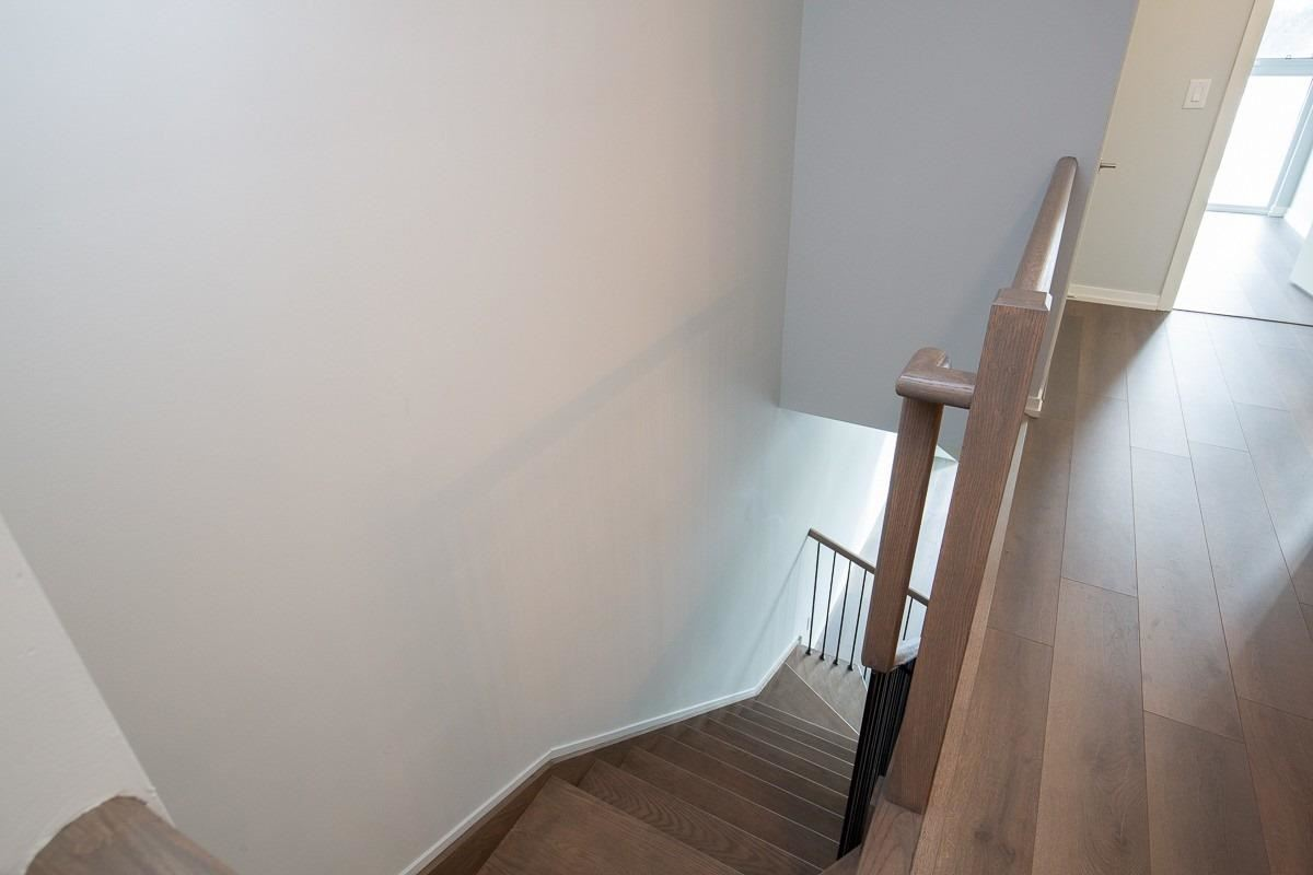 Image 10 of 15 showing inside of 2 Bedroom Condo Townhouse 2-Storey for Lease at 3237 Bayview Ave Unit# Th 104, Toronto M2K2J7