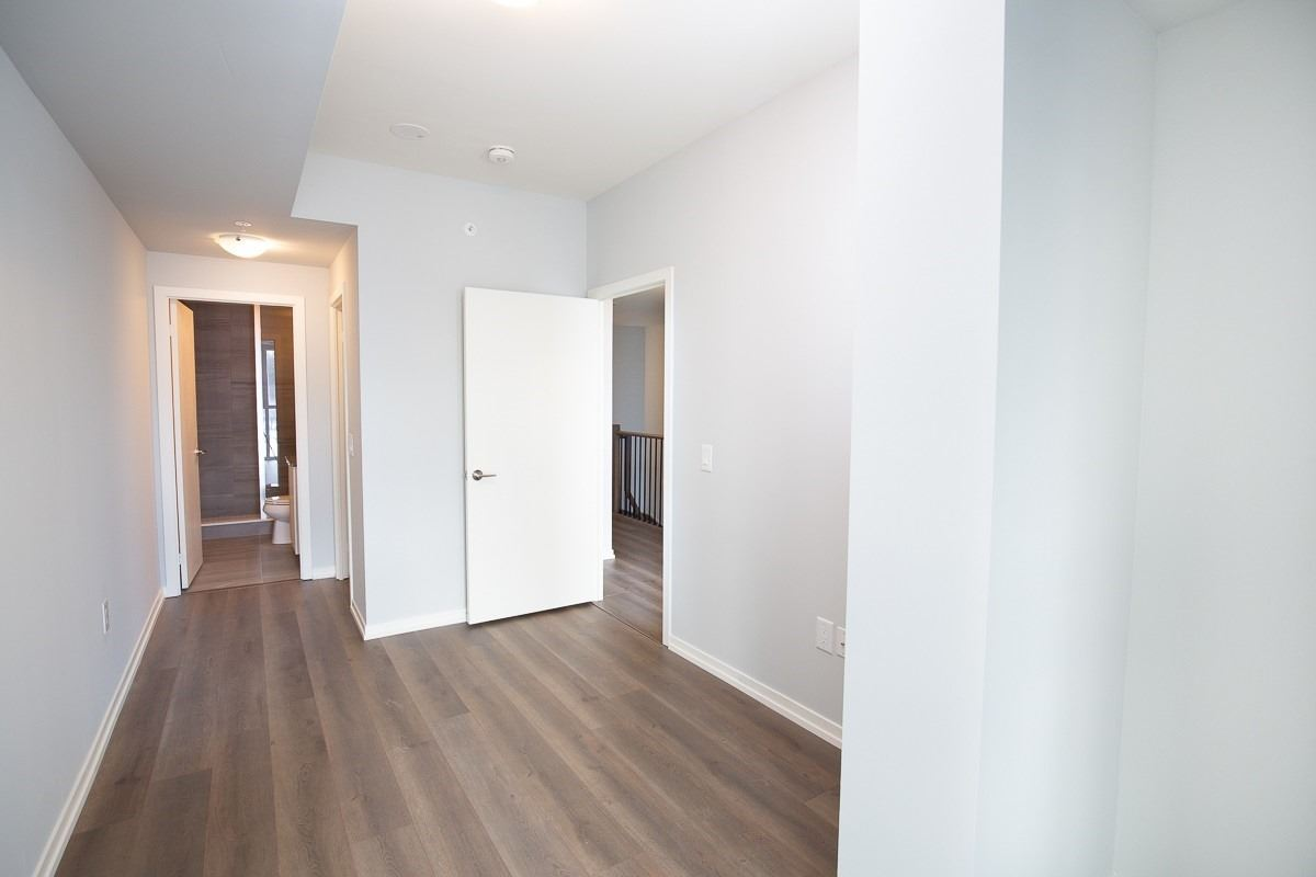 Image 14 of 15 showing inside of 2 Bedroom Condo Townhouse 2-Storey for Lease at 3237 Bayview Ave Unit# Th 104, Toronto M2K2J7