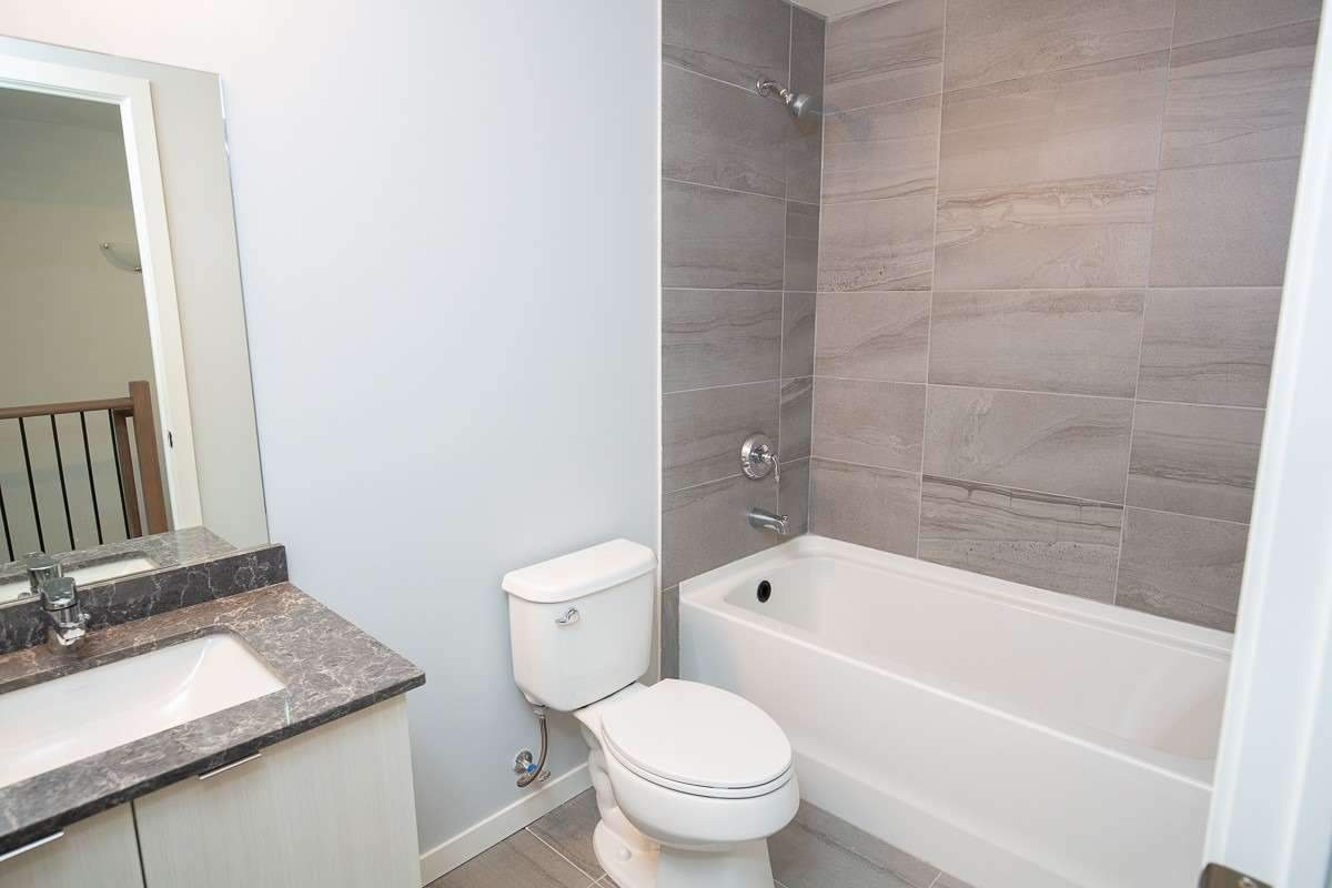 Image 15 of 15 showing inside of 2 Bedroom Condo Townhouse 2-Storey for Lease at 3237 Bayview Ave Unit# Th 104, Toronto M2K2J7