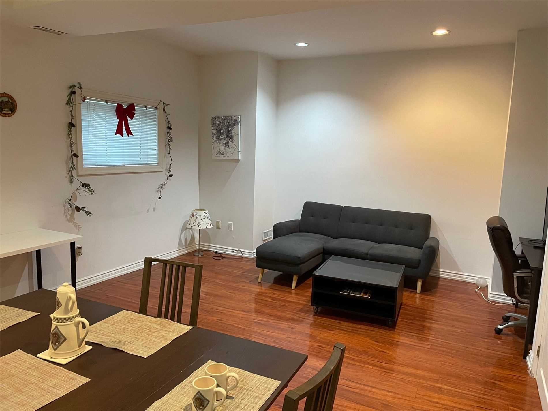 Image 3 of 10 showing inside of 1 Bedroom Detached 2-Storey for Lease at 40 Madawaska Ave, Toronto M2M2P9