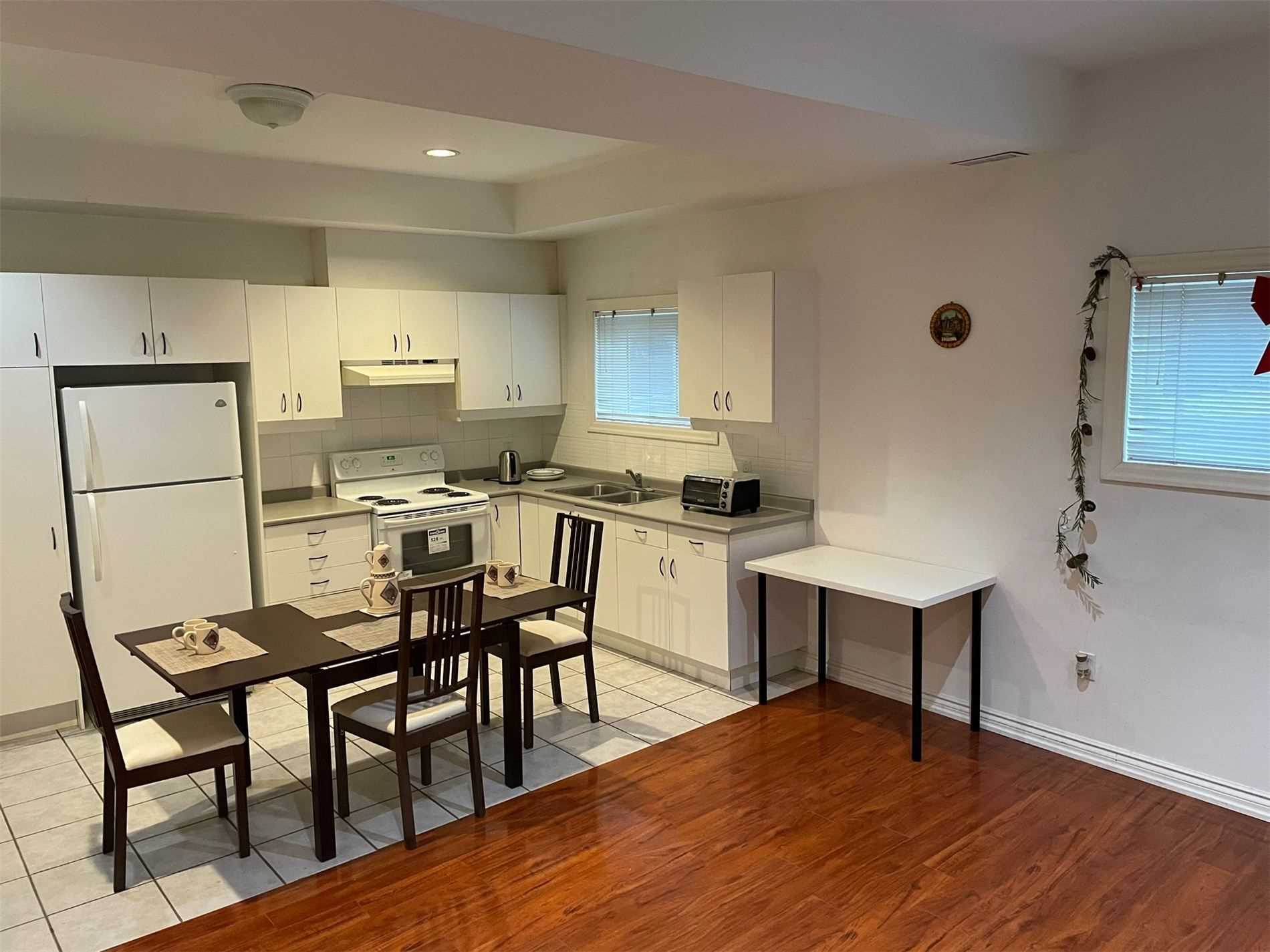 Image 5 of 10 showing inside of 1 Bedroom Detached 2-Storey for Lease at 40 Madawaska Ave, Toronto M2M2P9