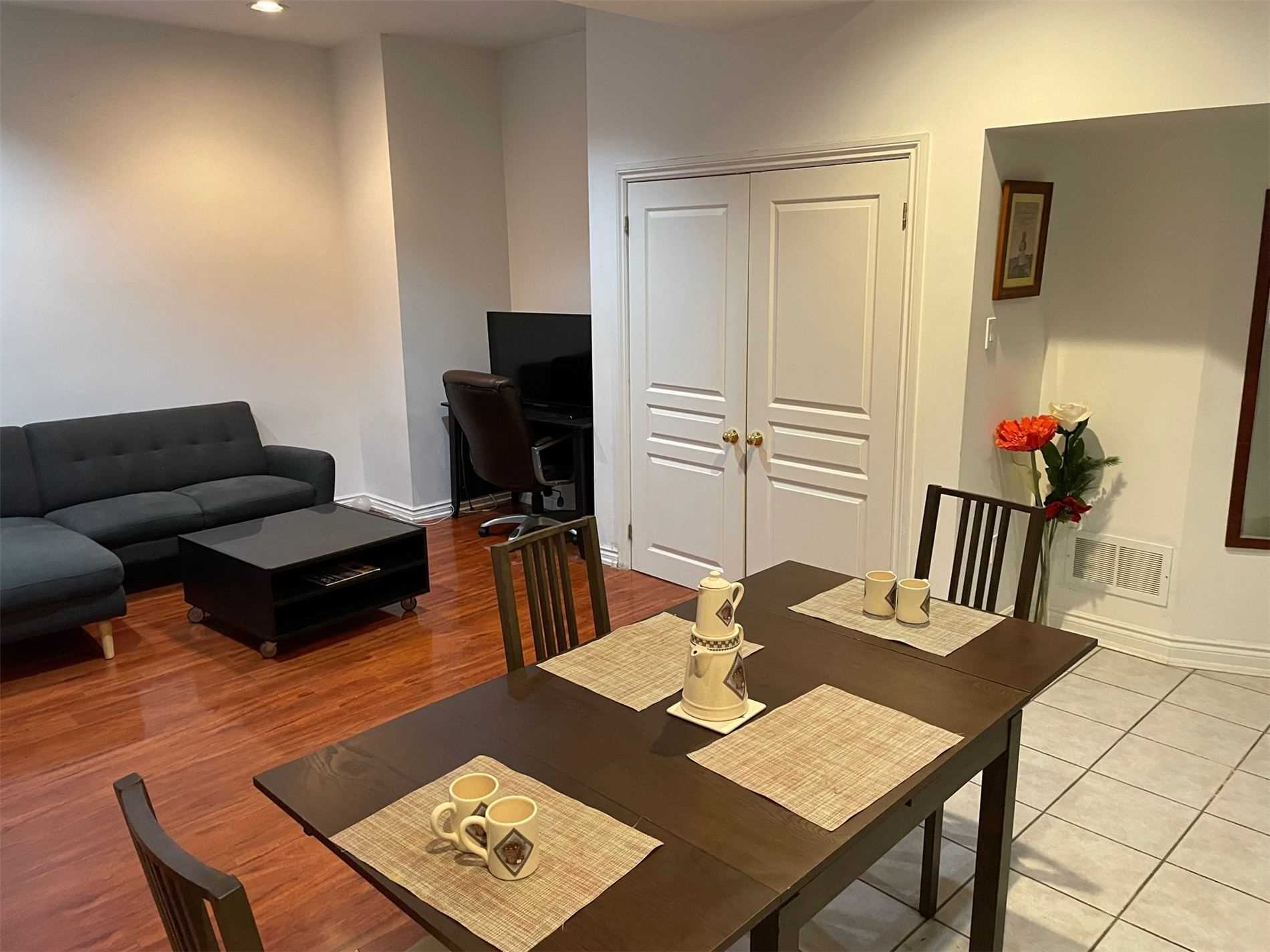 Image 6 of 10 showing inside of 1 Bedroom Detached 2-Storey for Lease at 40 Madawaska Ave, Toronto M2M2P9