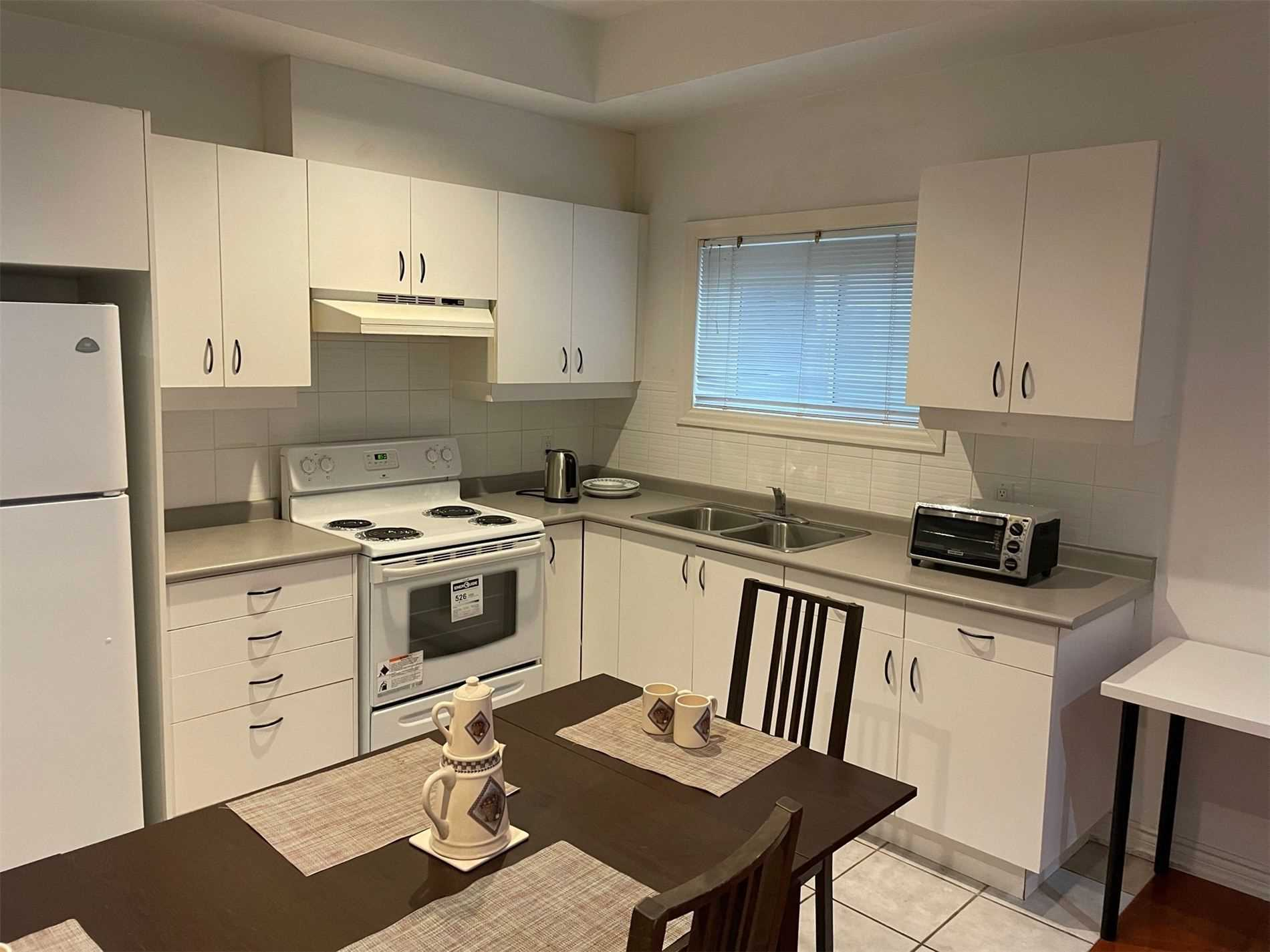 Image 7 of 10 showing inside of 1 Bedroom Detached 2-Storey for Lease at 40 Madawaska Ave, Toronto M2M2P9