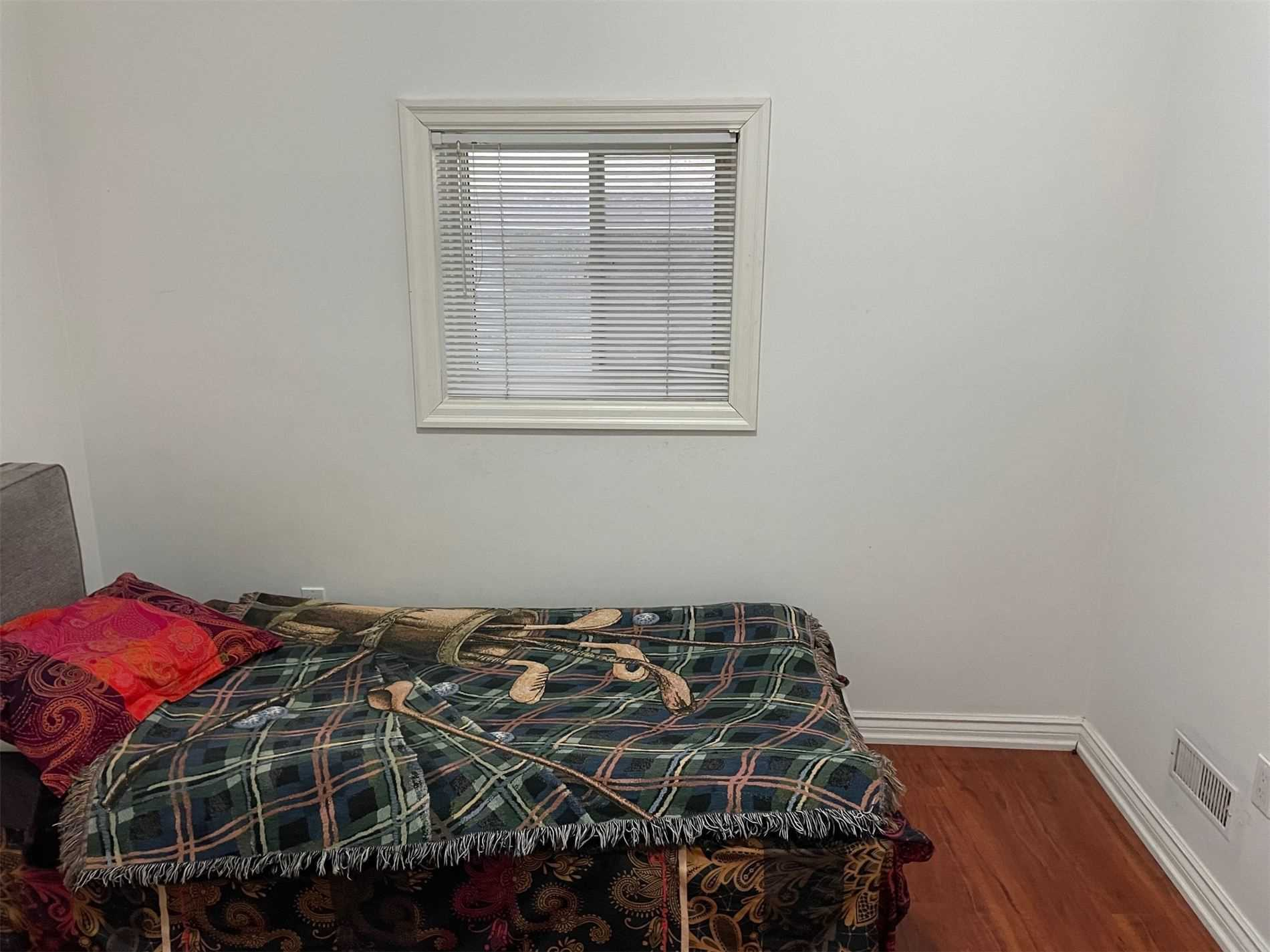 Image 8 of 10 showing inside of 1 Bedroom Detached 2-Storey for Lease at 40 Madawaska Ave, Toronto M2M2P9