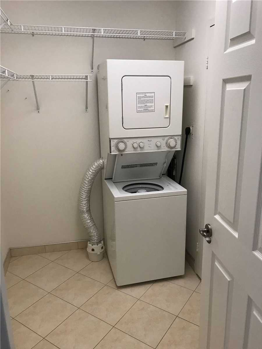 Image 3 of 16 showing inside of 2 Bedroom Condo Apt Apartment for Lease at 4001 Bayview Ave Unit# 211, Toronto M2M3Z9