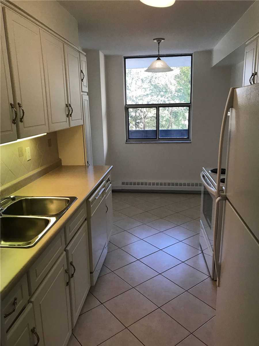 Image 10 of 16 showing inside of 2 Bedroom Condo Apt Apartment for Lease at 4001 Bayview Ave Unit# 211, Toronto M2M3Z9