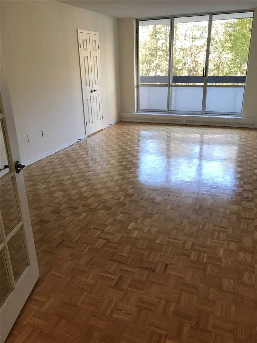 Image 11 of 16 showing inside of 2 Bedroom Condo Apt Apartment for Lease at 4001 Bayview Ave Unit# 211, Toronto M2M3Z9