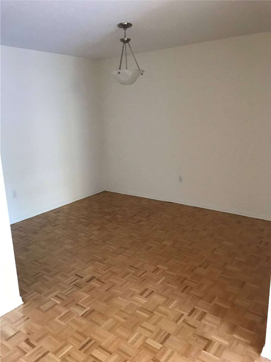 Image 12 of 16 showing inside of 2 Bedroom Condo Apt Apartment for Lease at 4001 Bayview Ave Unit# 211, Toronto M2M3Z9