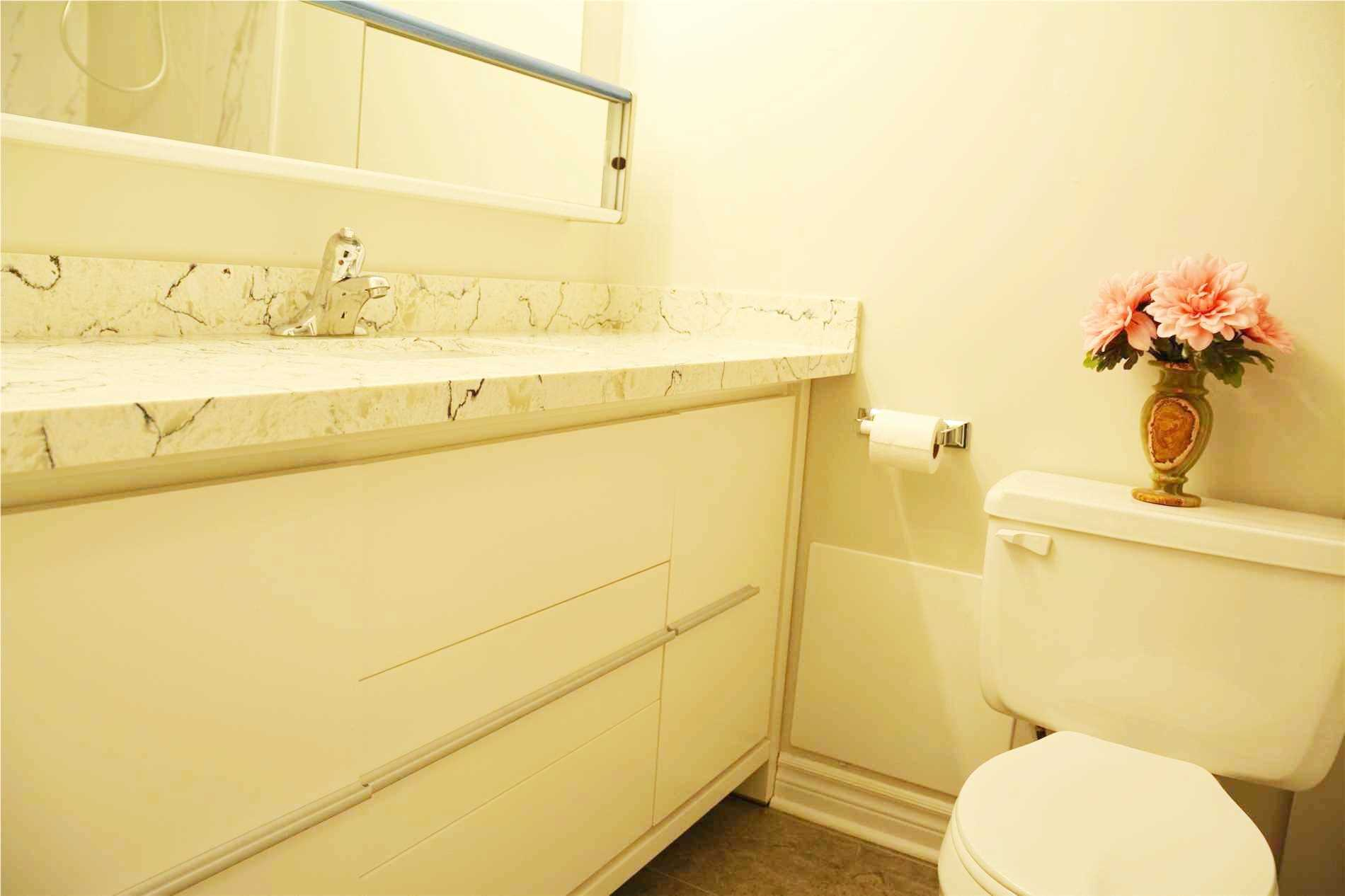 Image 5 of 14 showing inside of 3 Bedroom Condo Apt Apartment for Lease at 205 Hilda Ave Unit# 2104, Toronto M2M4B1