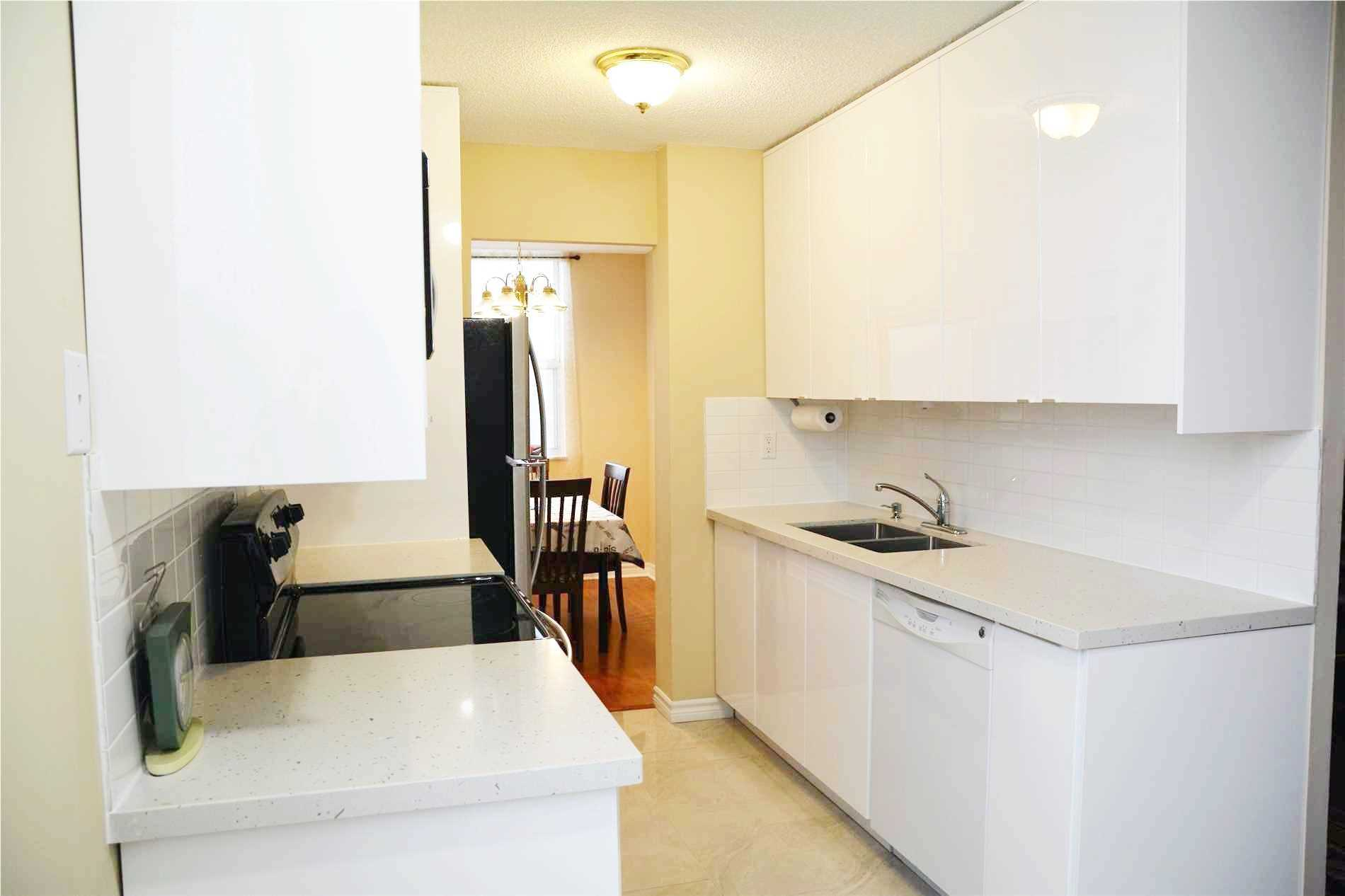 Image 10 of 14 showing inside of 3 Bedroom Condo Apt Apartment for Lease at 205 Hilda Ave Unit# 2104, Toronto M2M4B1