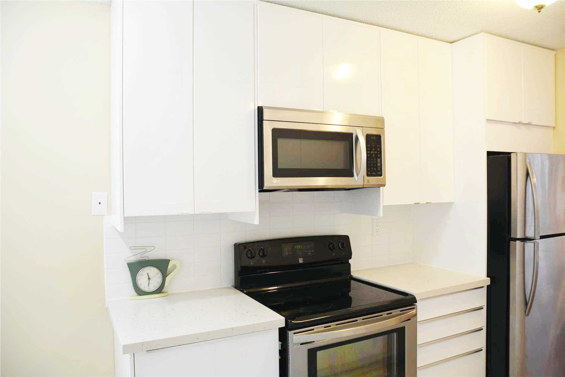 Image 11 of 14 showing inside of 3 Bedroom Condo Apt Apartment for Lease at 205 Hilda Ave Unit# 2104, Toronto M2M4B1
