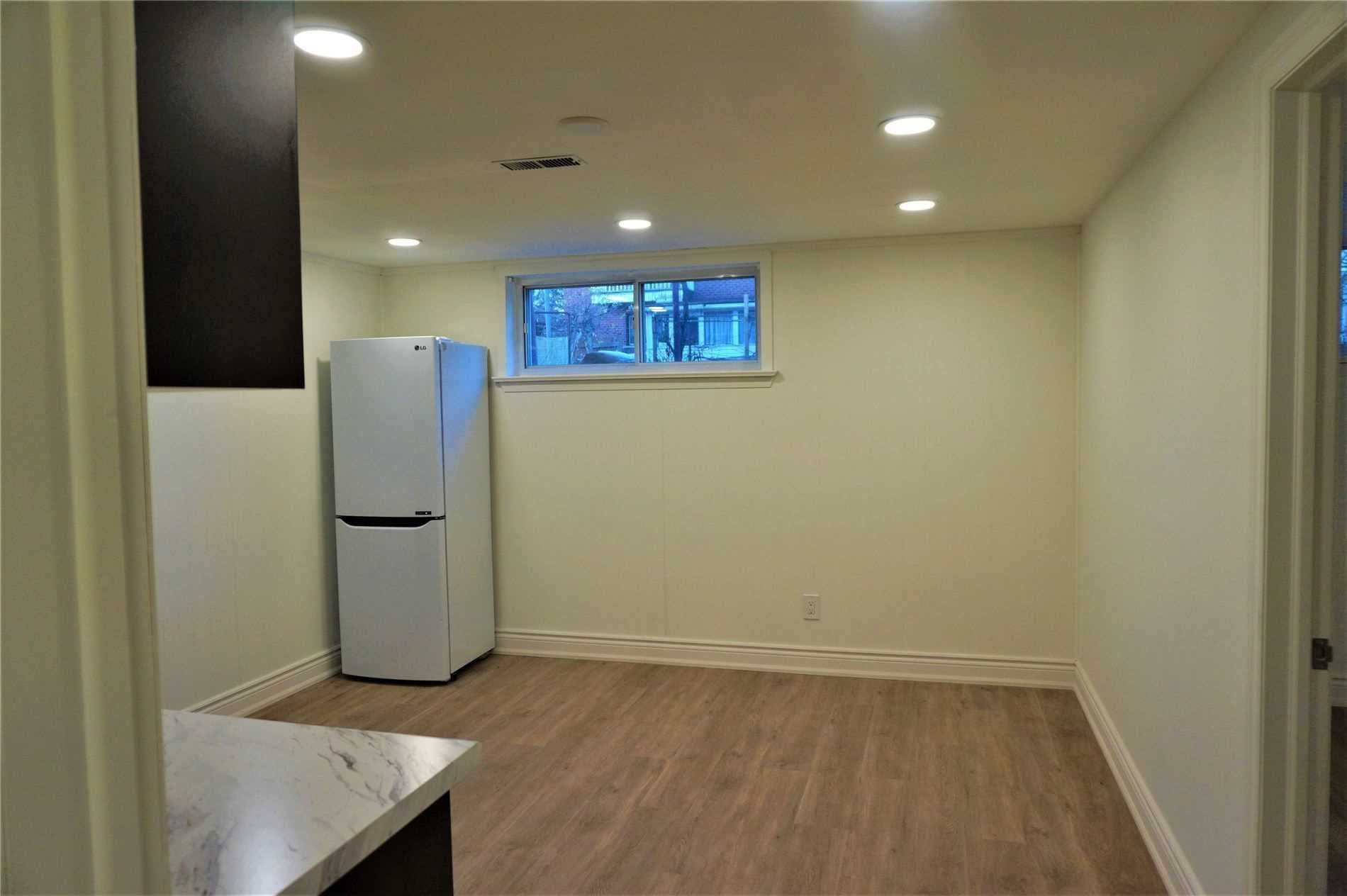 Image 4 of 10 showing inside of 1 Bedroom Detached Bungalow for Lease at 22 Otonabee Ave, Toronto M2M2S3