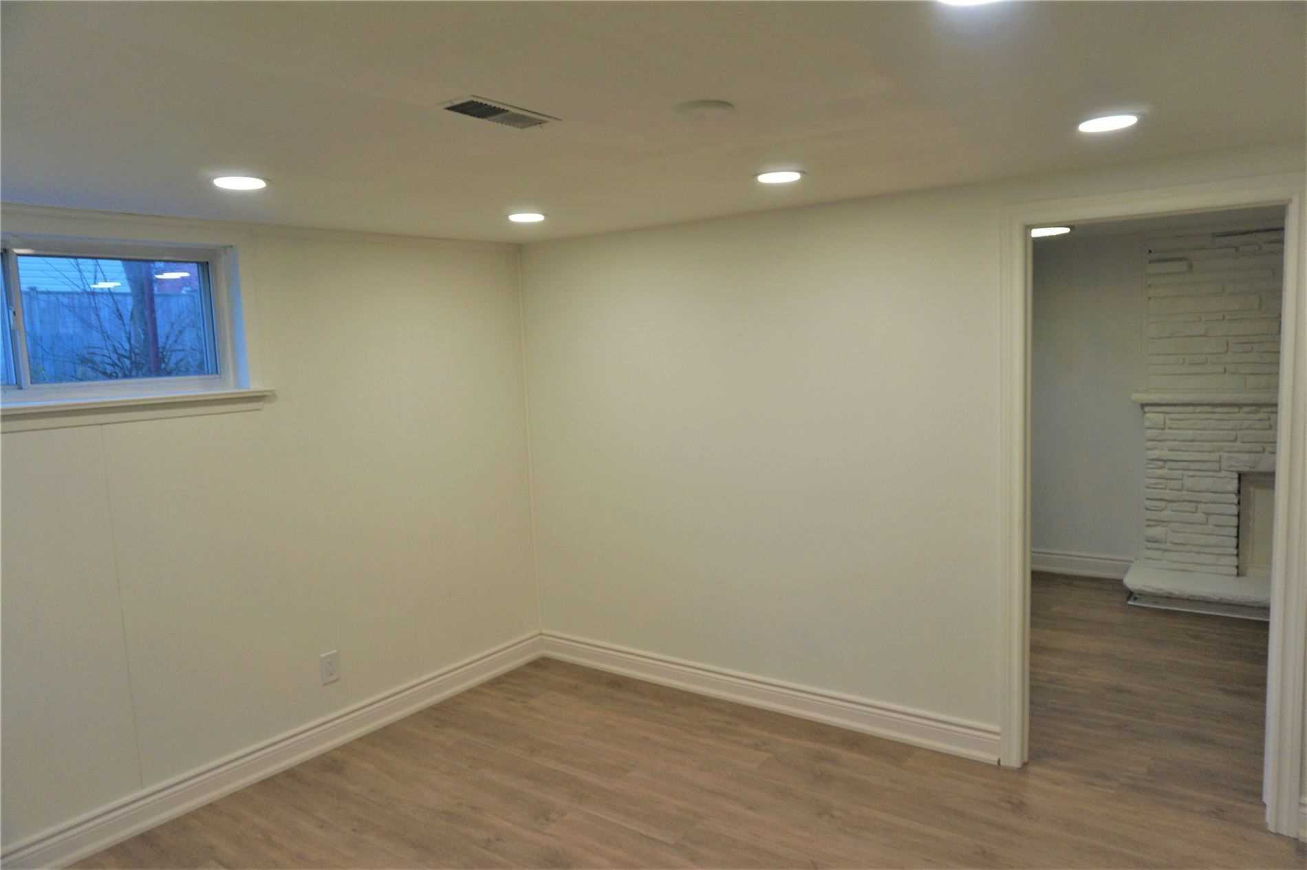 Image 5 of 10 showing inside of 1 Bedroom Detached Bungalow for Lease at 22 Otonabee Ave, Toronto M2M2S3