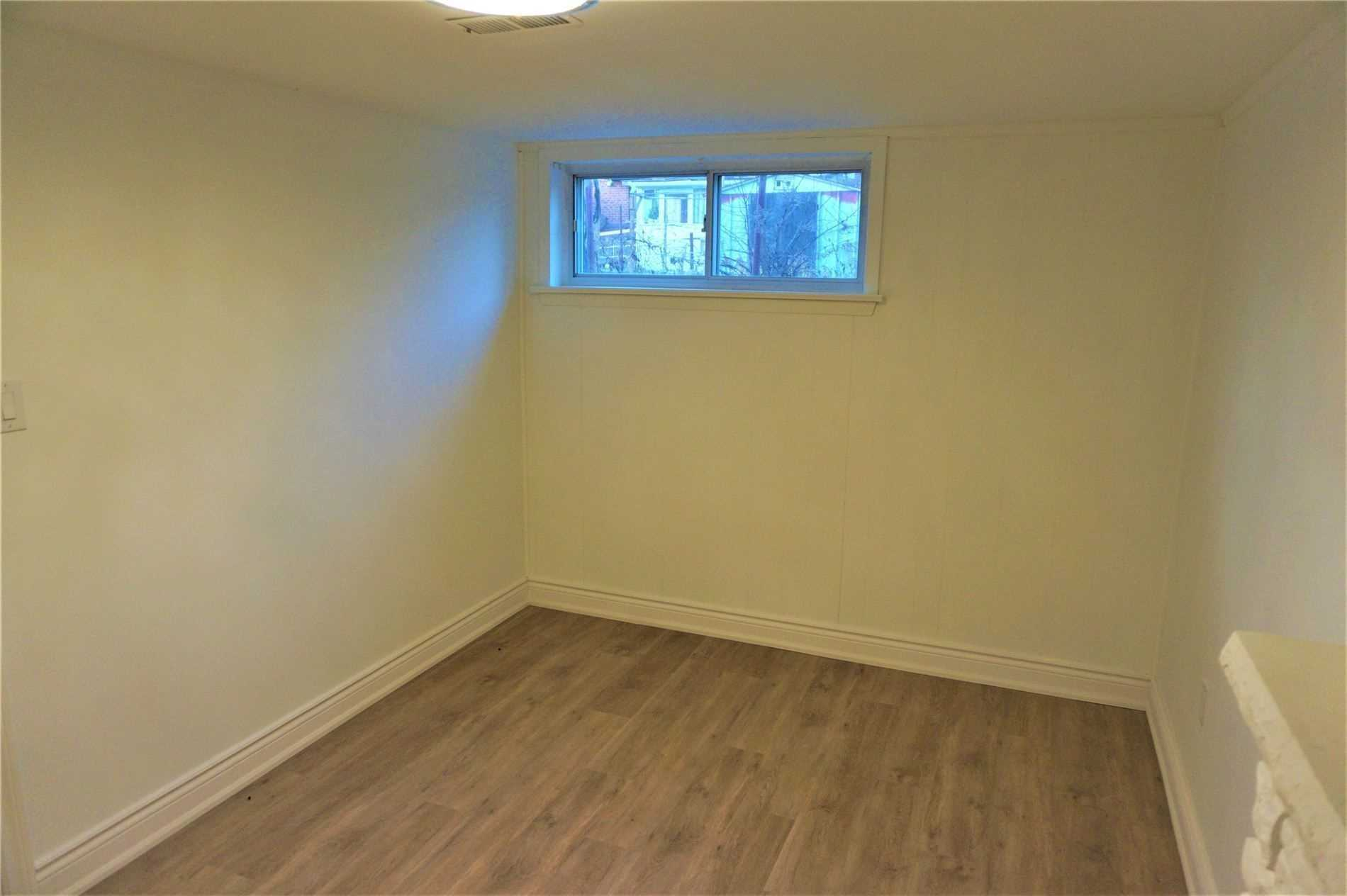 Image 6 of 10 showing inside of 1 Bedroom Detached Bungalow for Lease at 22 Otonabee Ave, Toronto M2M2S3