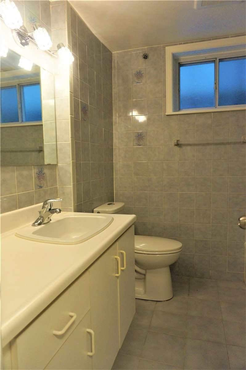 Image 7 of 10 showing inside of 1 Bedroom Detached Bungalow for Lease at 22 Otonabee Ave, Toronto M2M2S3