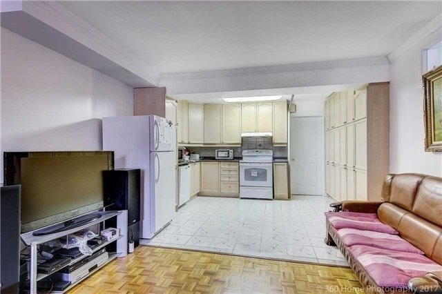 Image 7 of 13 showing inside of 2 Bedroom Detached 2-Storey for Lease at 217 Finch Ave W, Toronto M2R1M2