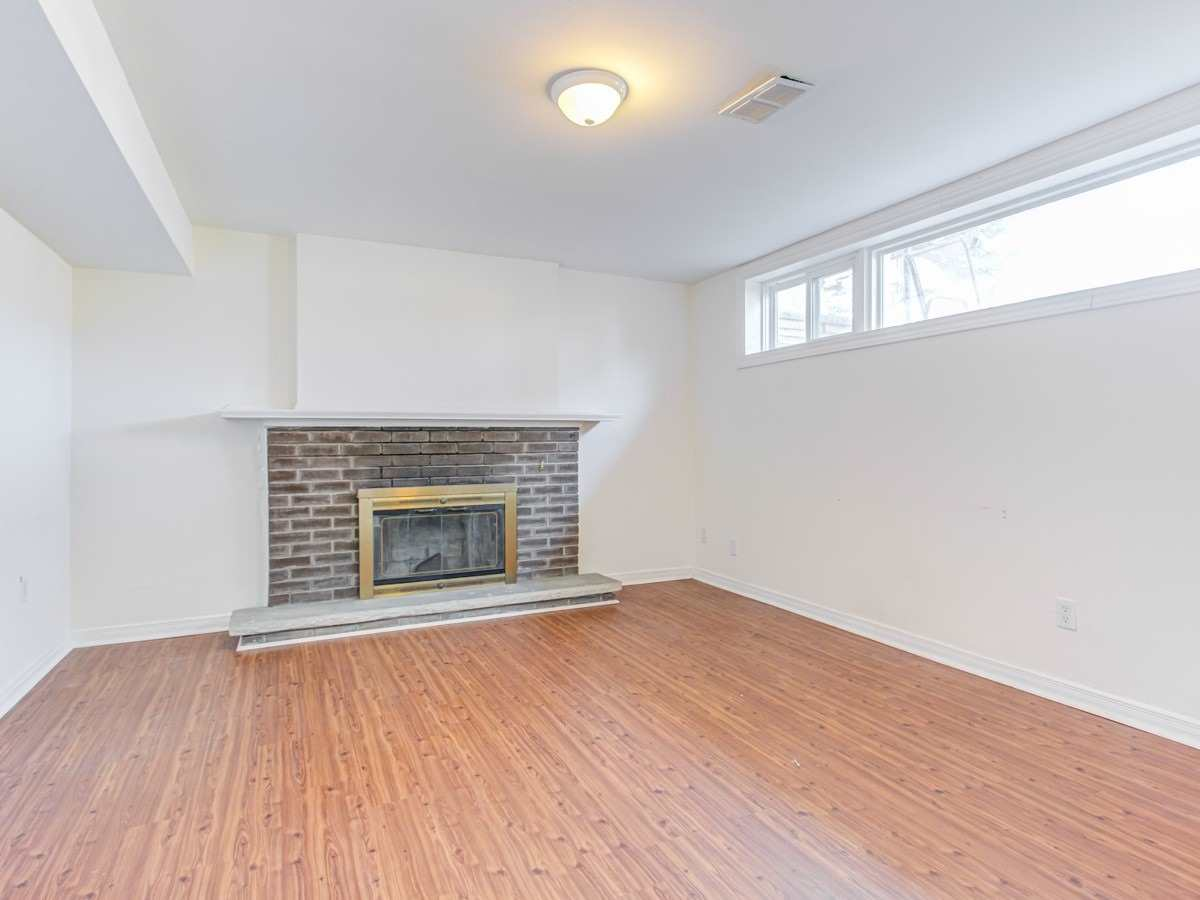 Image 6 of 11 showing inside of 2 Bedroom Detached Bungalow for Lease at 2 Bowerbank Dr, Toronto M2M1Z8