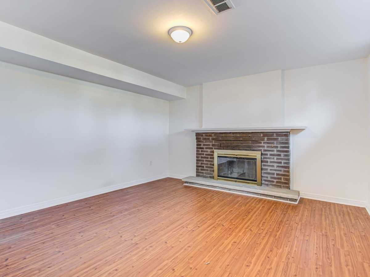Image 7 of 11 showing inside of 2 Bedroom Detached Bungalow for Lease at 2 Bowerbank Dr, Toronto M2M1Z8