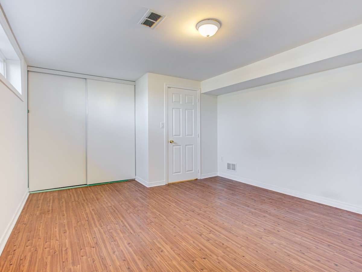 Image 8 of 11 showing inside of 2 Bedroom Detached Bungalow for Lease at 2 Bowerbank Dr, Toronto M2M1Z8
