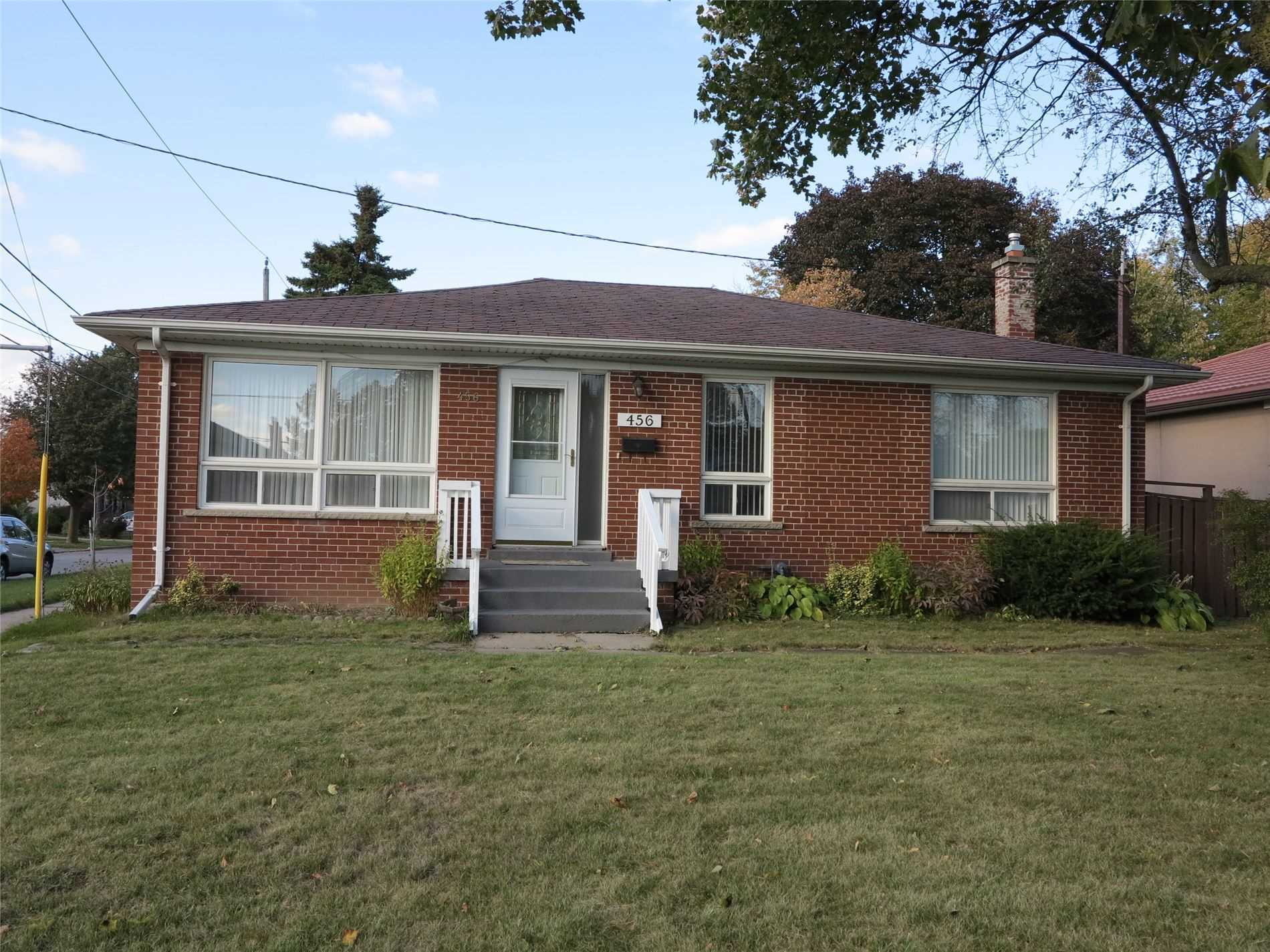 Image 1 of 30 showing inside of 3 Bedroom Detached Bungalow for Lease at 456 Drewry Ave, Toronto M2R2K7