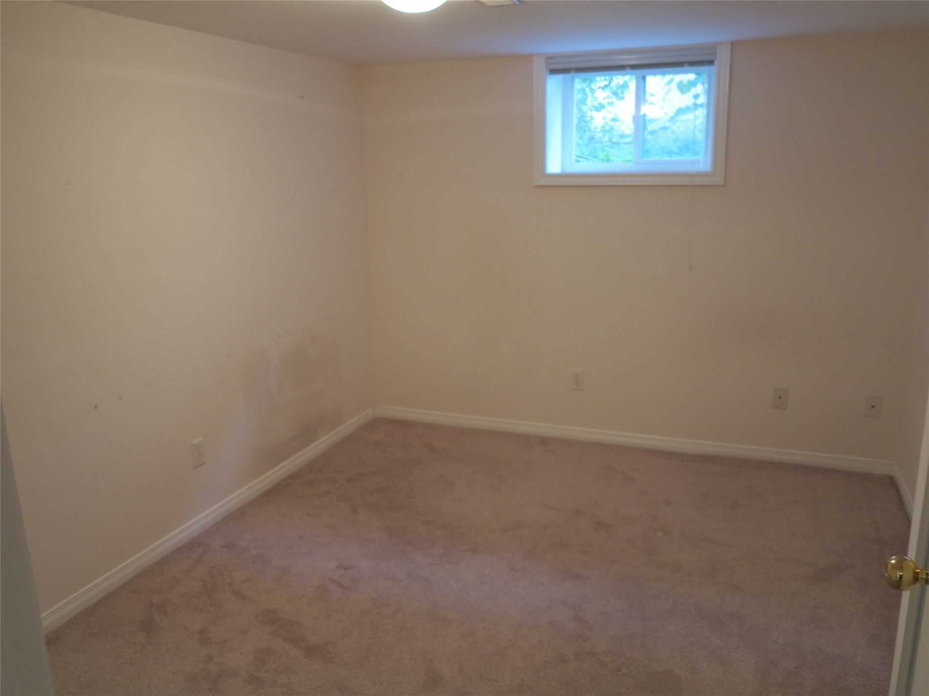 Image 4 of 30 showing inside of 3 Bedroom Detached Bungalow for Lease at 456 Drewry Ave, Toronto M2R2K7