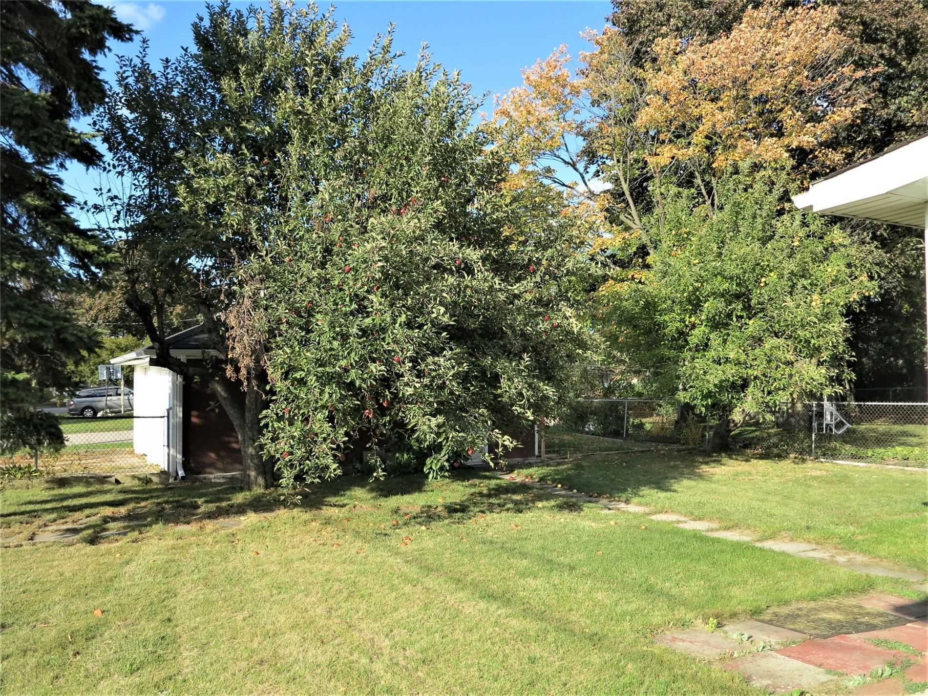 Image 9 of 30 showing inside of 3 Bedroom Detached Bungalow for Lease at 456 Drewry Ave, Toronto M2R2K7