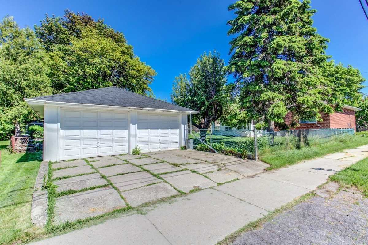 Image 11 of 30 showing inside of 3 Bedroom Detached Bungalow for Lease at 456 Drewry Ave, Toronto M2R2K7