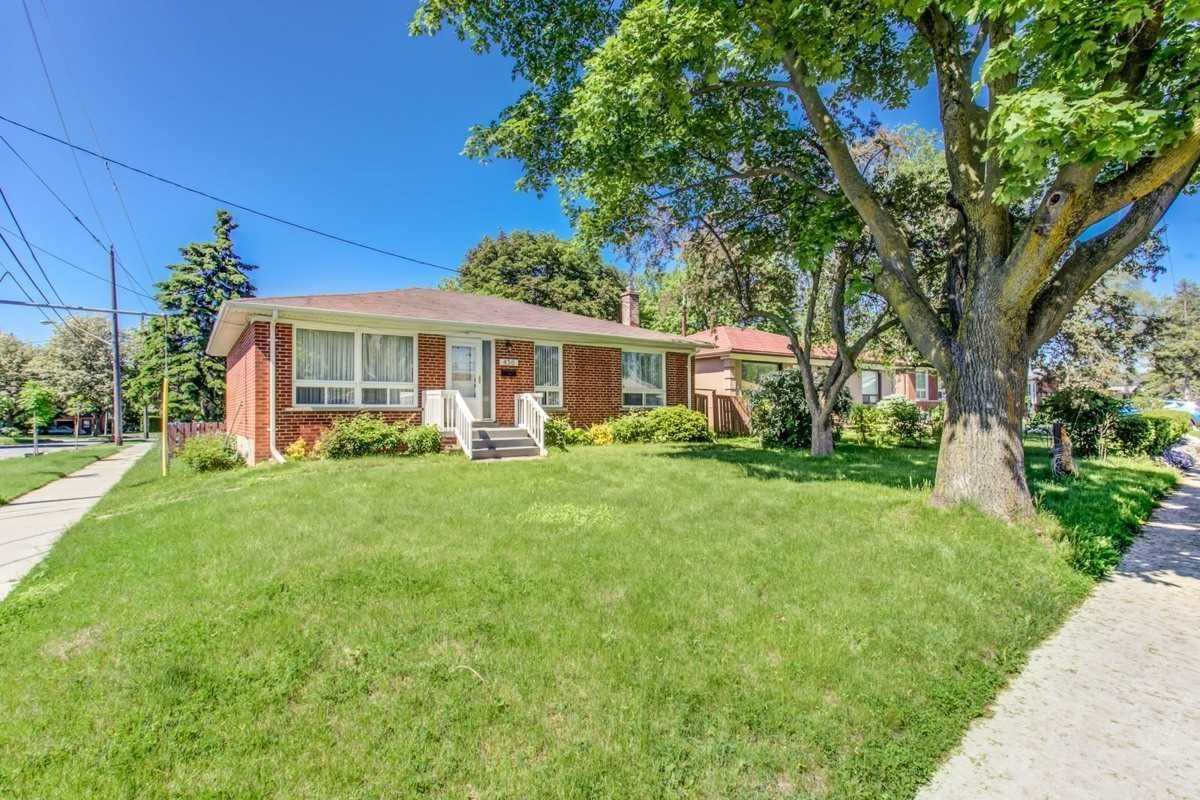 Image 12 of 30 showing inside of 3 Bedroom Detached Bungalow for Lease at 456 Drewry Ave, Toronto M2R2K7