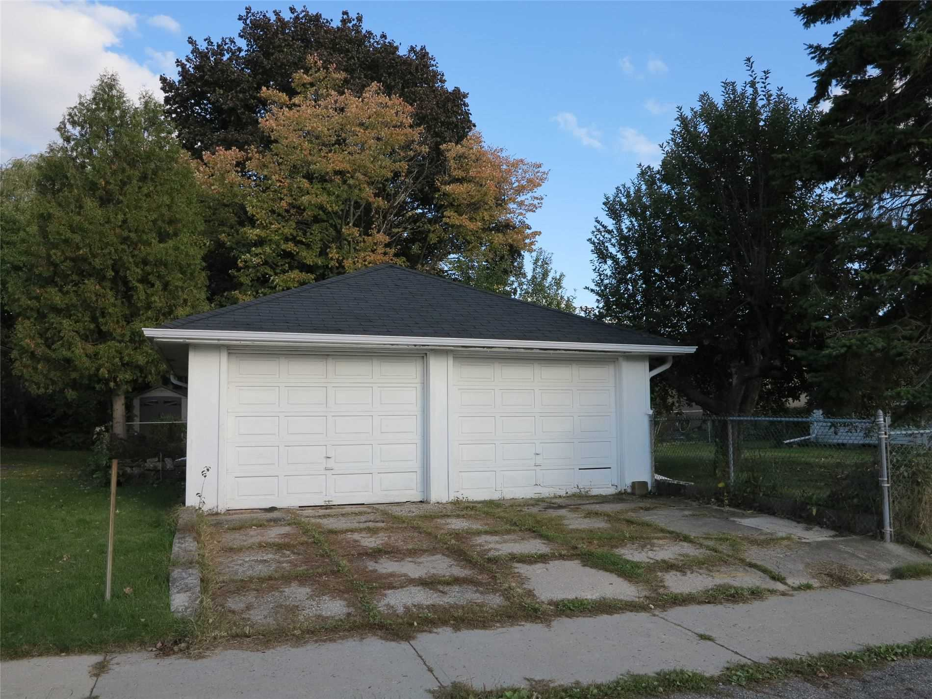 Image 13 of 30 showing inside of 3 Bedroom Detached Bungalow for Lease at 456 Drewry Ave, Toronto M2R2K7