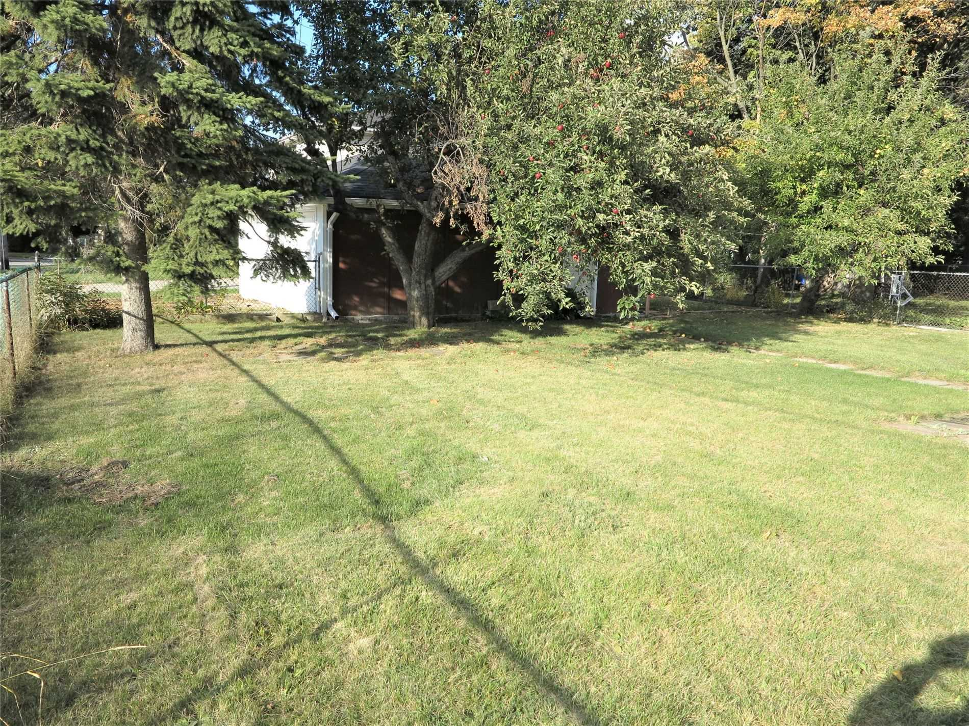 Image 17 of 30 showing inside of 3 Bedroom Detached Bungalow for Lease at 456 Drewry Ave, Toronto M2R2K7