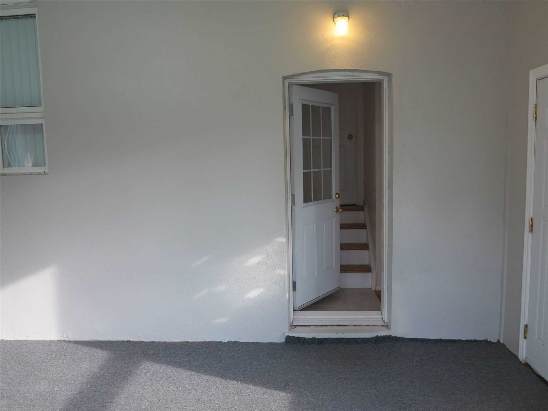 Image 19 of 30 showing inside of 3 Bedroom Detached Bungalow for Lease at 456 Drewry Ave, Toronto M2R2K7