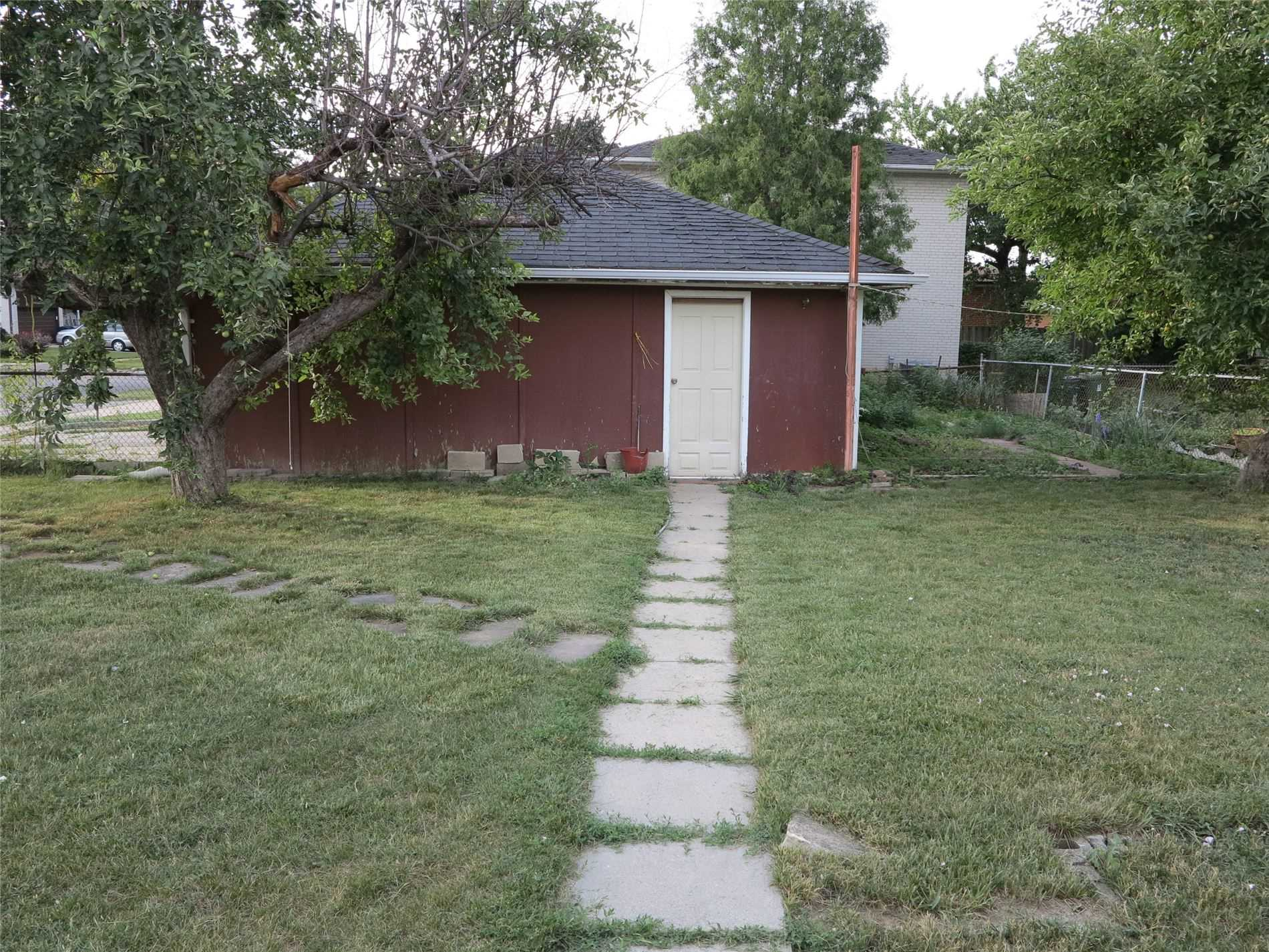 Image 20 of 30 showing inside of 3 Bedroom Detached Bungalow for Lease at 456 Drewry Ave, Toronto M2R2K7