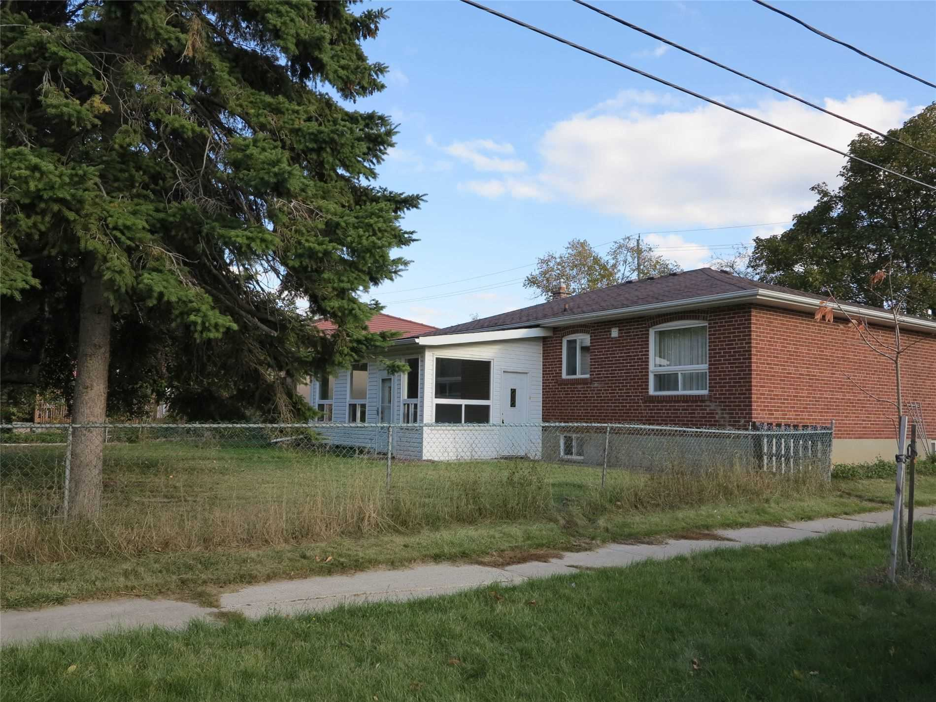Image 23 of 30 showing inside of 3 Bedroom Detached Bungalow for Lease at 456 Drewry Ave, Toronto M2R2K7