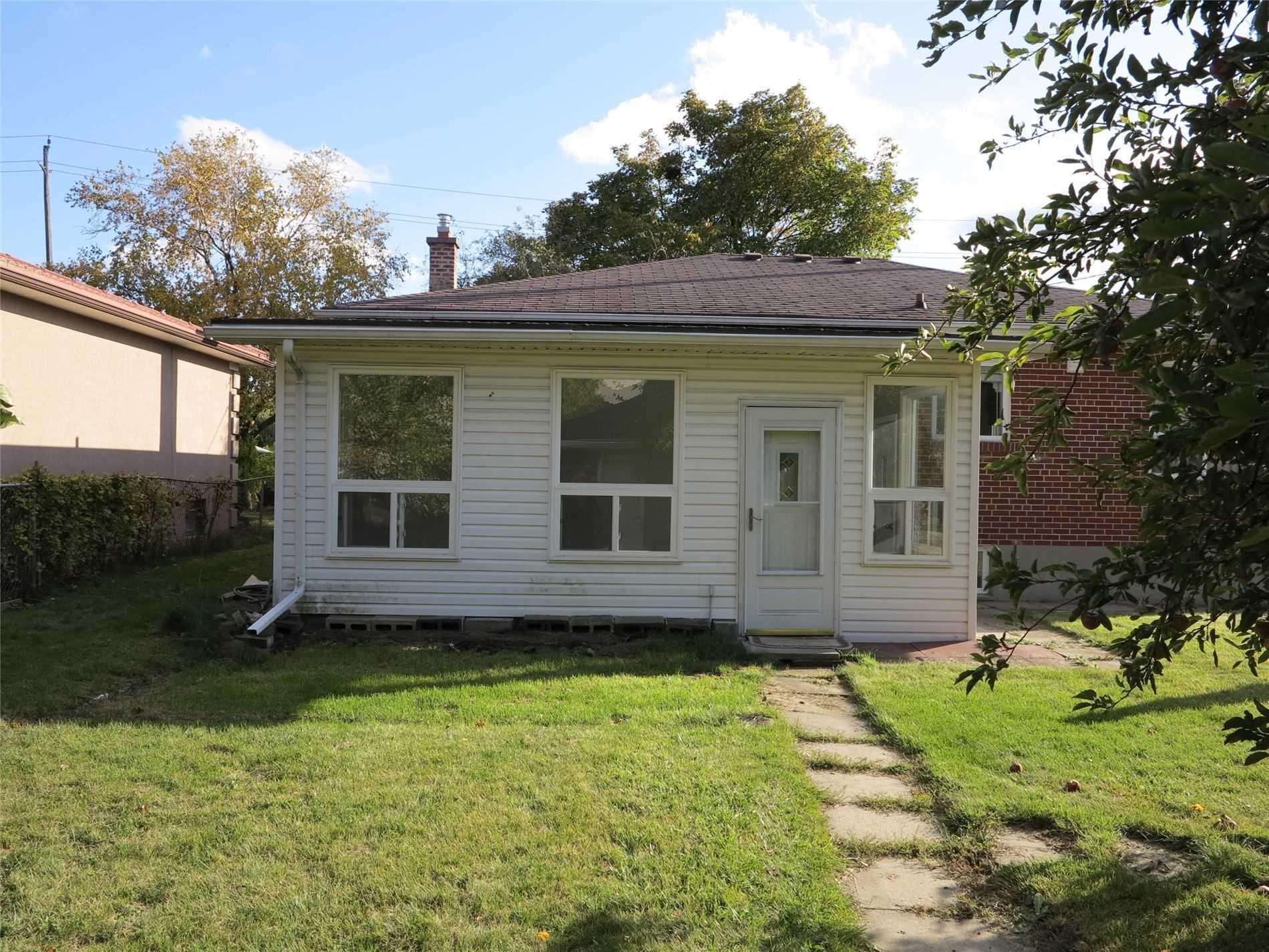 Image 25 of 30 showing inside of 3 Bedroom Detached Bungalow for Lease at 456 Drewry Ave, Toronto M2R2K7