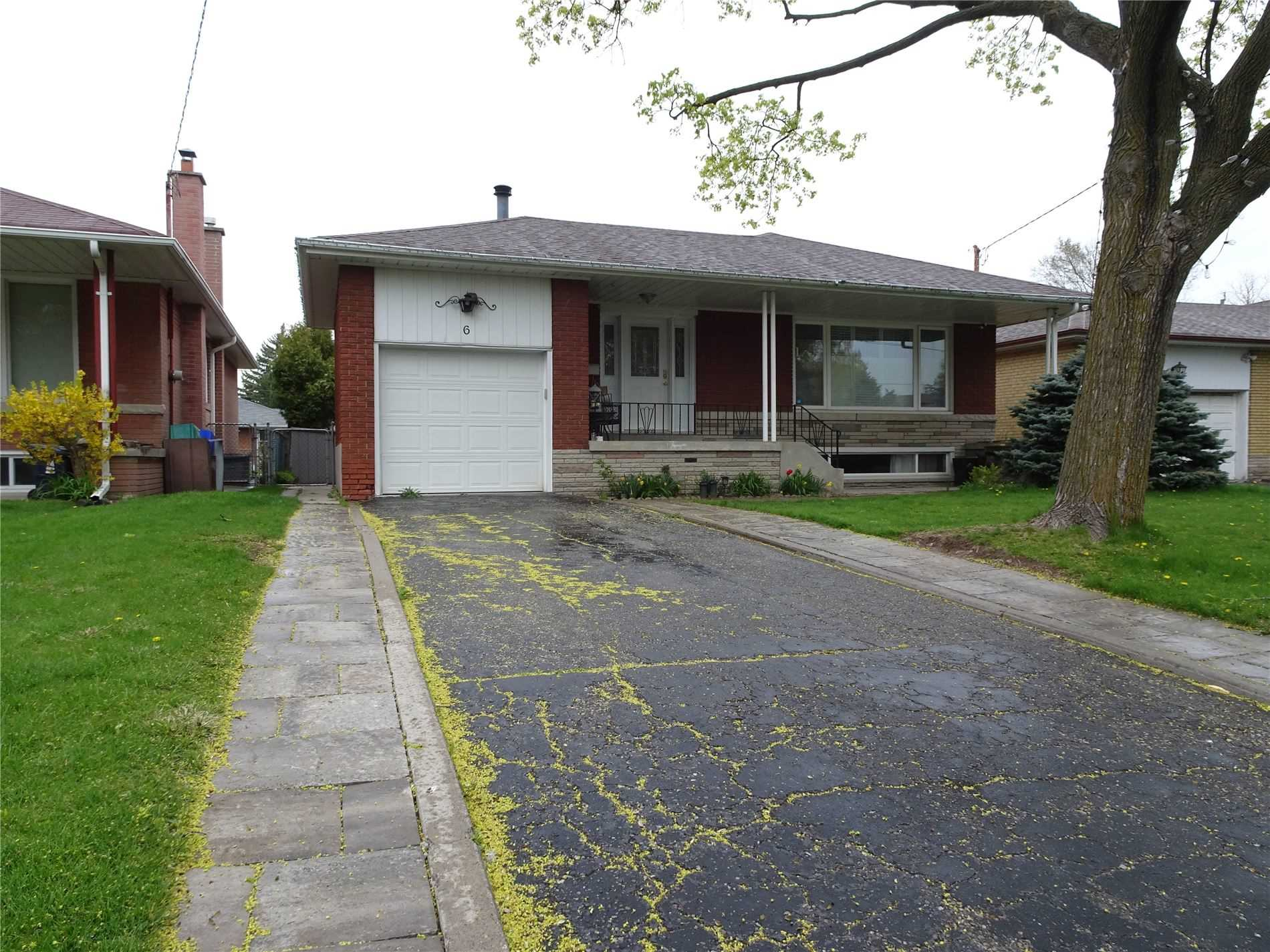 Image 1 of 9 showing inside of 3 Bedroom Detached Bungalow for Lease at 6 Mullet Rd, Toronto M2M2A6