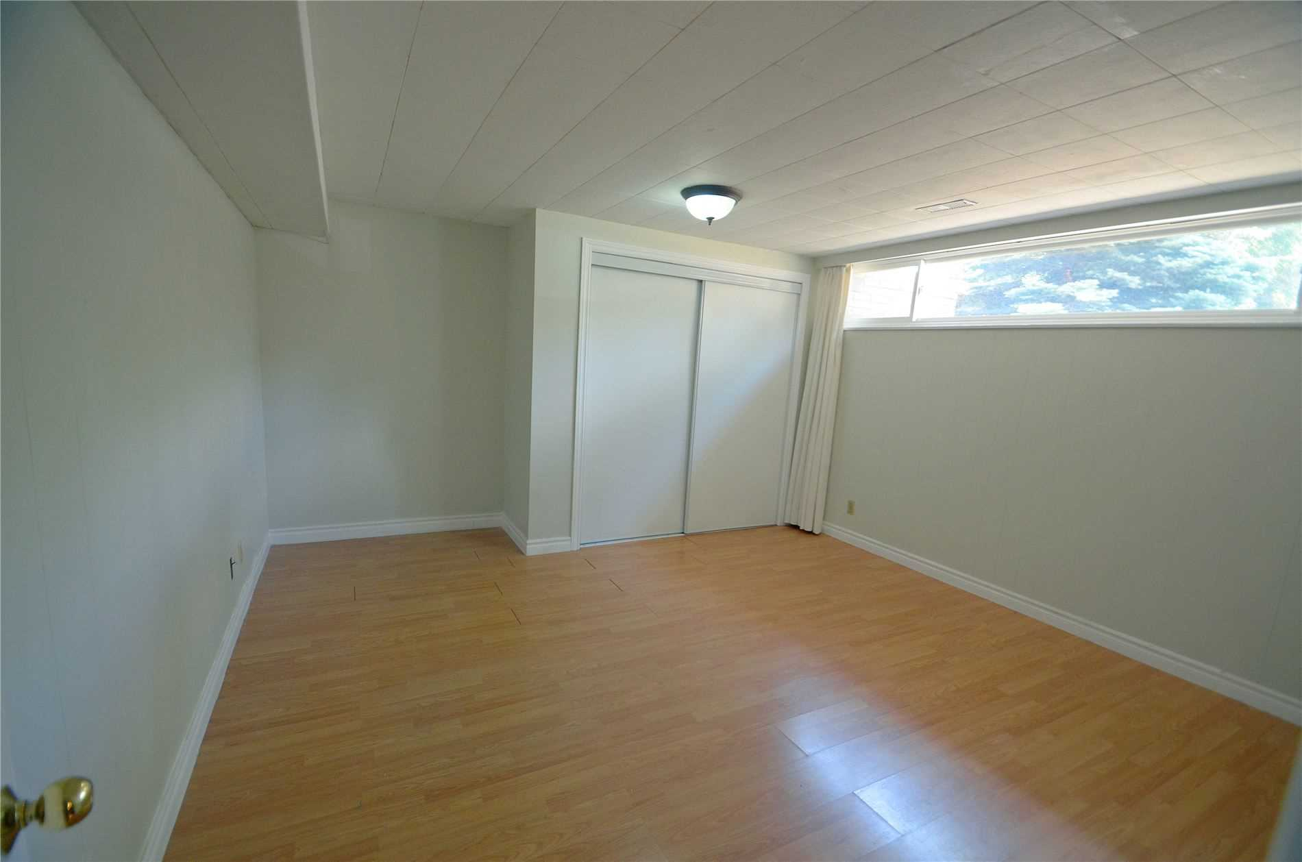 Image 6 of 9 showing inside of 3 Bedroom Detached Bungalow for Lease at 6 Mullet Rd, Toronto M2M2A6