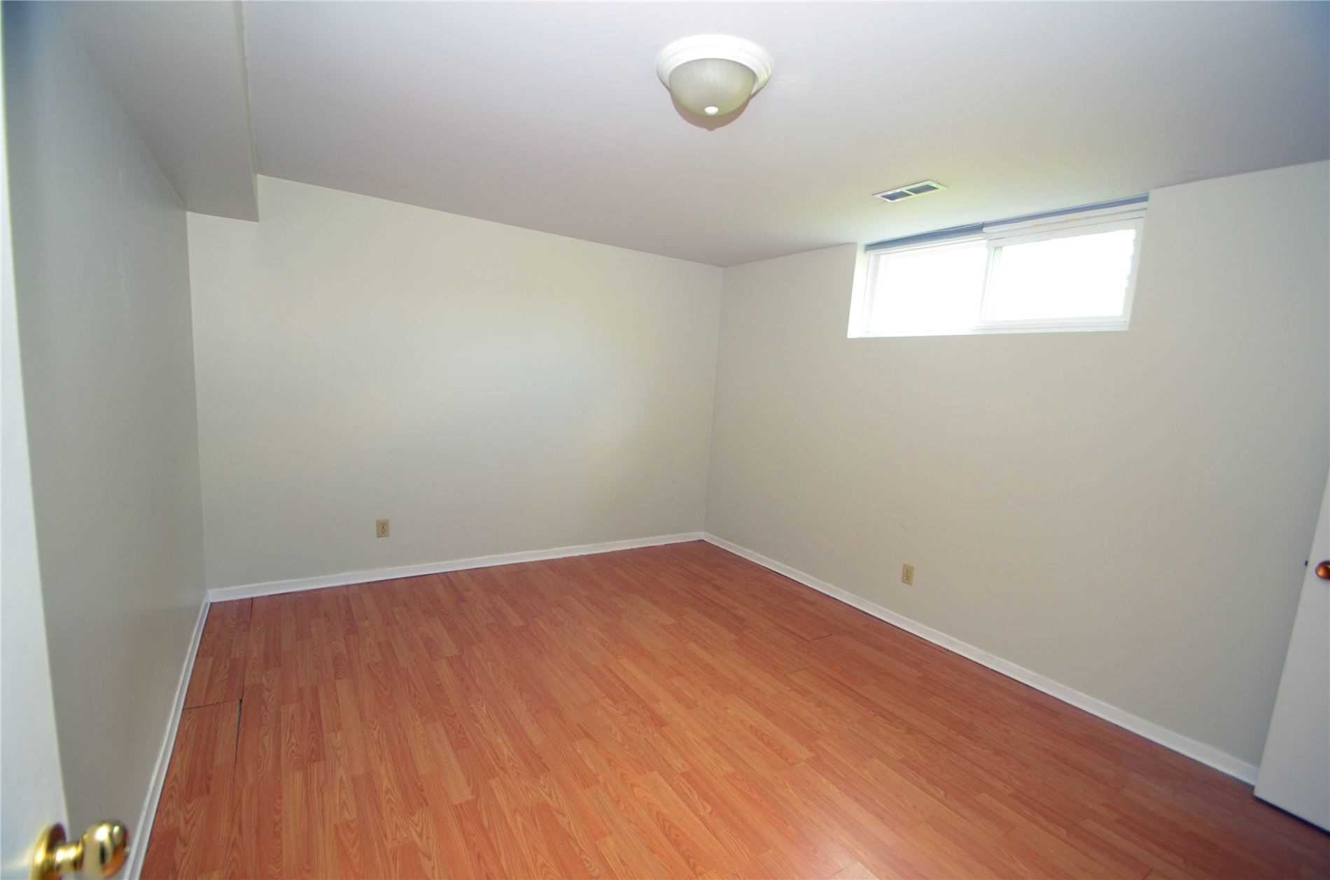 Image 7 of 9 showing inside of 3 Bedroom Detached Bungalow for Lease at 6 Mullet Rd, Toronto M2M2A6