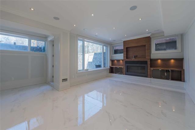 Image 3 of 8 showing inside of 1 Bedroom Detached Apartment for Lease at 64 Northwood Dr, Toronto M2M2K1