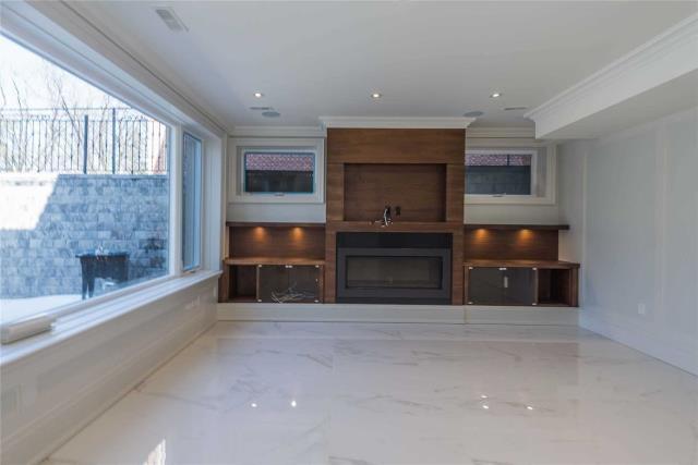 Image 4 of 8 showing inside of 1 Bedroom Detached Apartment for Lease at 64 Northwood Dr, Toronto M2M2K1