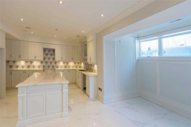 Image 5 of 8 showing inside of 1 Bedroom Detached Apartment for Lease at 64 Northwood Dr, Toronto M2M2K1