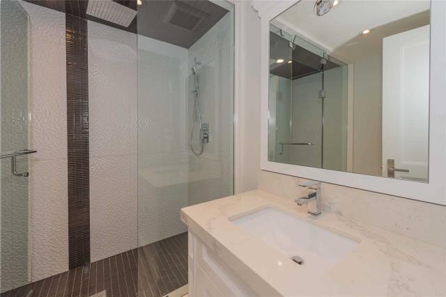 Image 8 of 8 showing inside of 1 Bedroom Detached Apartment for Lease at 64 Northwood Dr, Toronto M2M2K1