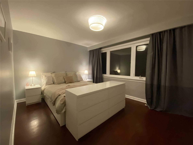 Image 11 of 31 showing inside of 3 Bedroom Detached Sidesplit 3 for Lease at 29 Revcoe Dr, Toronto M2M2B9